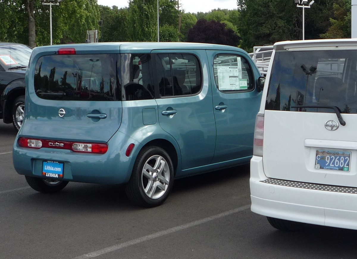 Review 2009 nissan cube its the distant and near vertical windshield perfectly vertical doors upright seating and gobs of headroom that create an effect that is unique in this vanachro Image collections