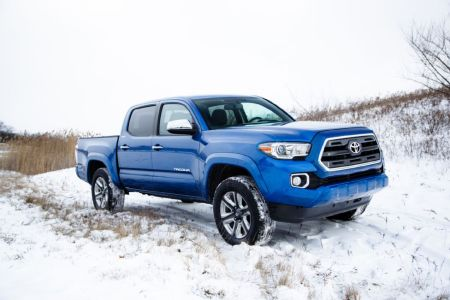 2016-toyota-tacoma-double-cab-limited-side-02