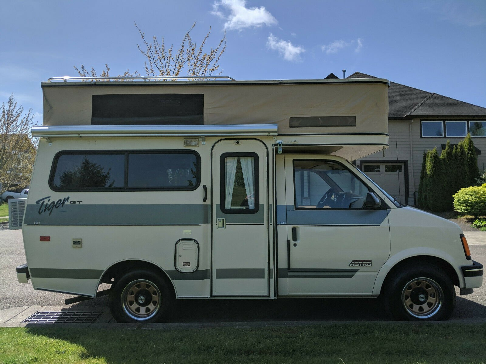 hight resolution of before this rare ride had a bathroom on board it was a chevrolet astro van the astro and its twin the gmc safari were produced for two decades