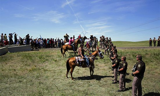 n-dakota-11-22-horses-stand-off