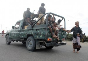 Yemeni pro-regime fighters reinforce the southern city of Aden. Click to enlarge