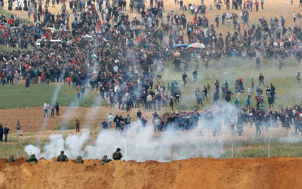 Israelis open fire on Palestinian protesters. Click to enlarge