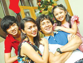 (From L-R) Ralph, Aileen, Chuckie & Isabella (image courtesy of Manila Bulletin)