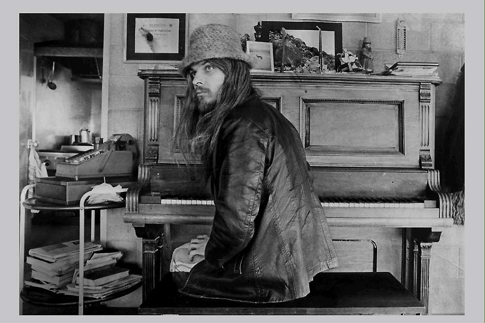 Leon Russell-A Poem is a Naked Person