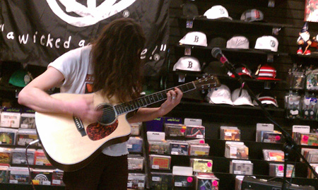 Kurt Vile, Newbury Comics, Boston USA. (D. Hixon Photo)