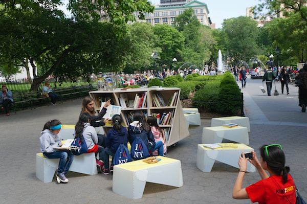 A Uni reading room in Washington Square Park