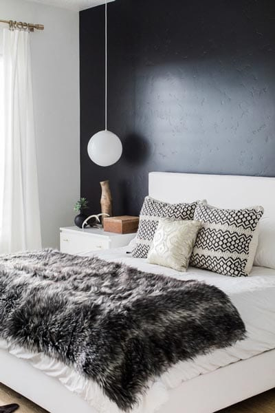 Black wall in bedroom design ideas
