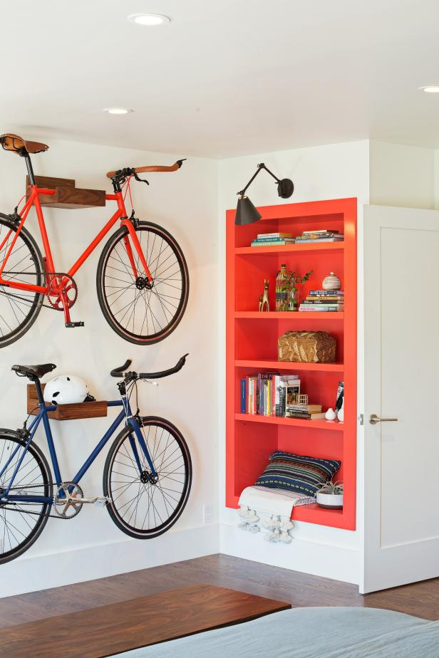 Mounted Bicycles for bicycle lovers on the wall for decor ideas