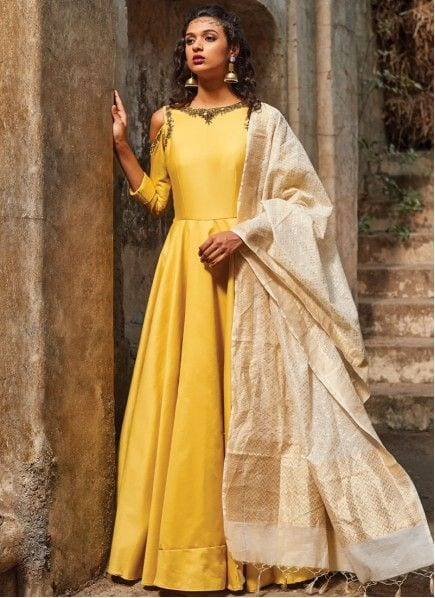 Elegant yellow outfit for haldi