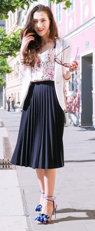 Amazing Pleated Skirt Outfit