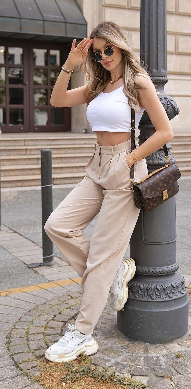 Women's Summer Outfit in Neutral Tones
