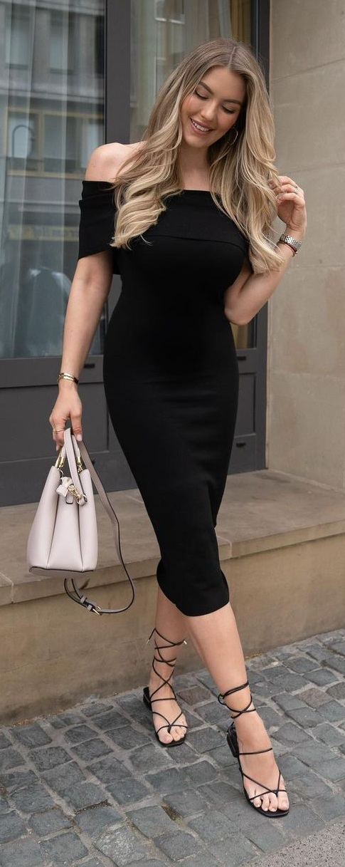 Simple but elegant Black Bodycon Dress Outfit for Birthday