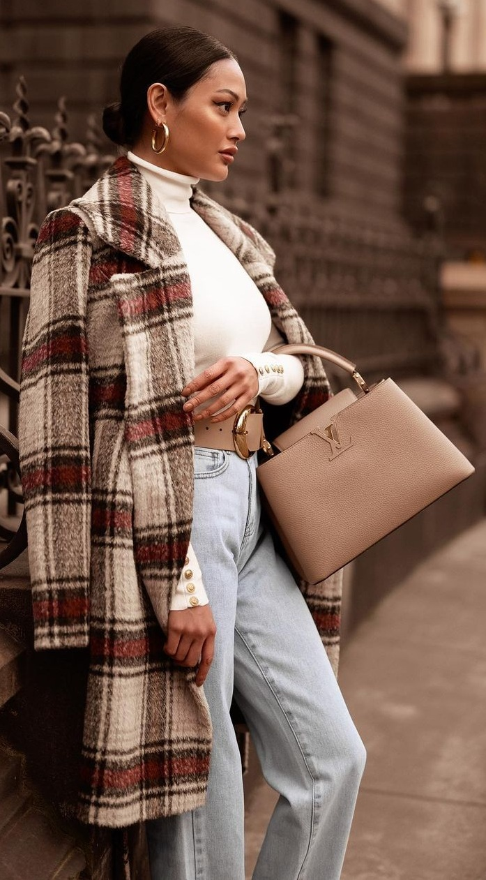 Stylish And Elegant Capucines Bag from LV