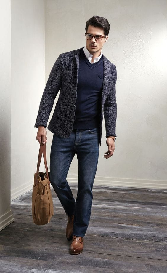 business casual look, team up a V neck sweater with a white button down shirt and a blazer