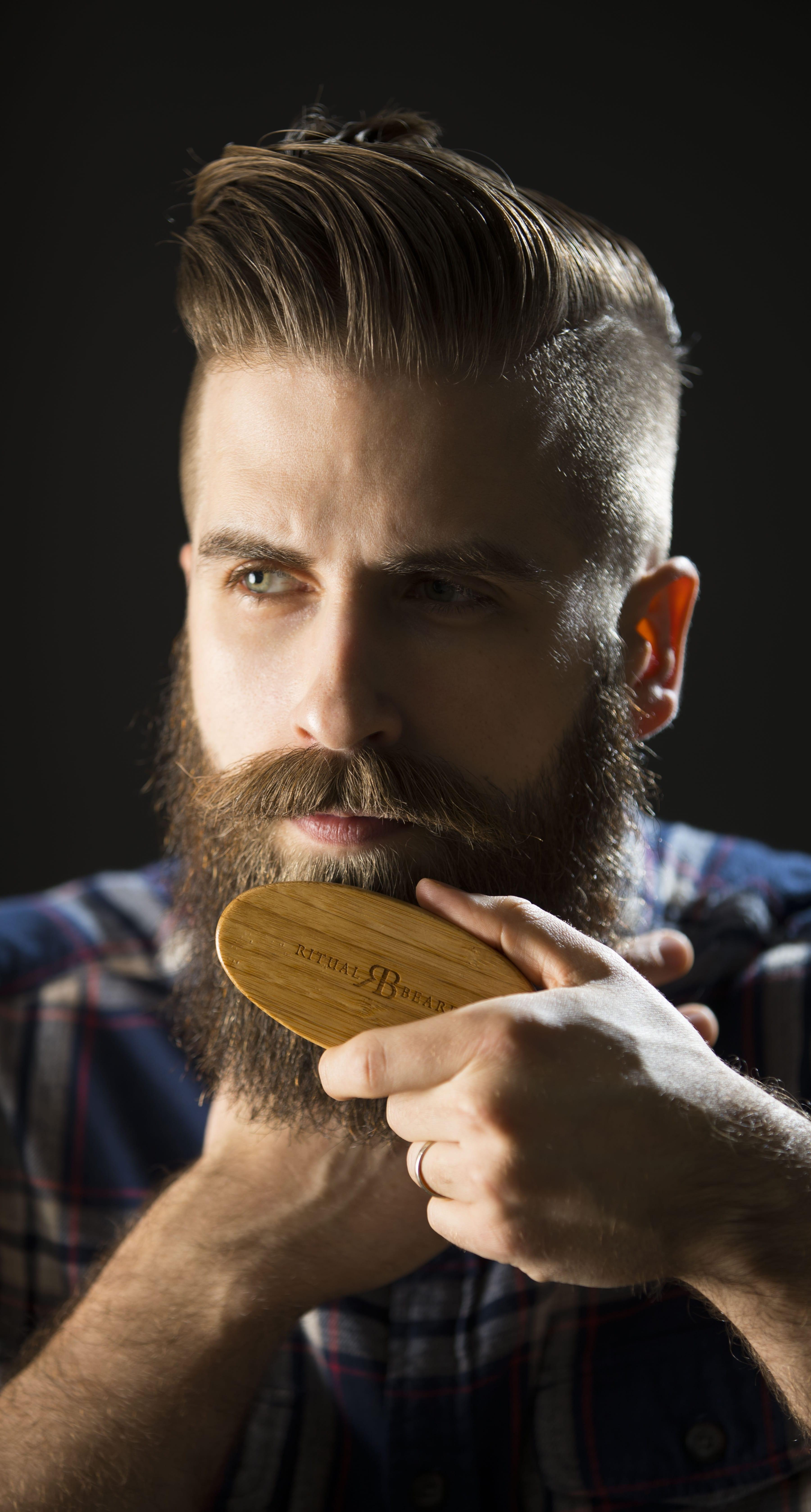 Boar Bristle Beard Brushes For Menhttps://images-na.ssl-images-amazon.com/images/I/71EF5LLgcpL._SL1500_.jpg
