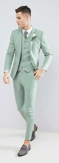 Stylish Tailored Suit For Men To Try