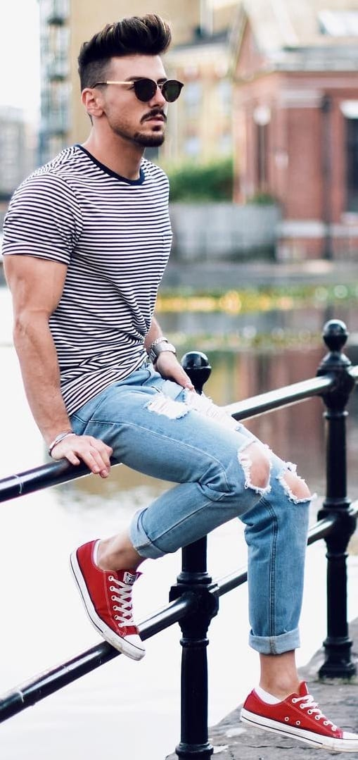 Striped T-shirt With Ripped Jeans Outfit Ideas For Men