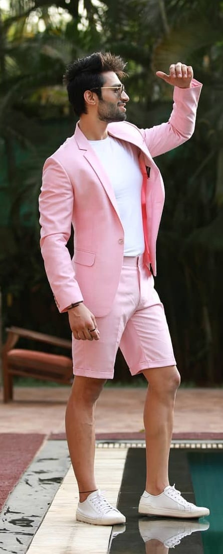 Amazing Short Suit Outfit Ideas For Men