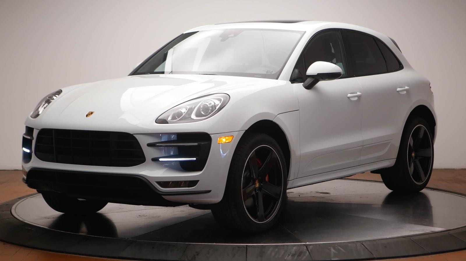 PORSCHE MACAN TOURBO WHITE