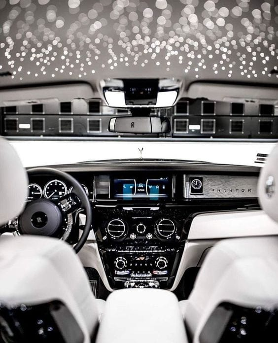 ROLLS ROYCE LUXURY WHITE INTERIOR