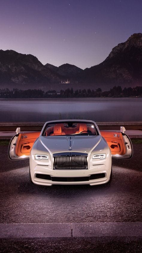White, Rolls-Royce Dawn,