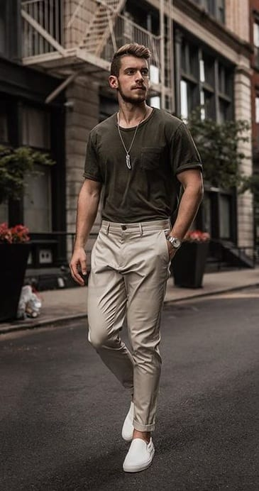 Plain-Simple-T shirt- Chinos-Casual Outfit