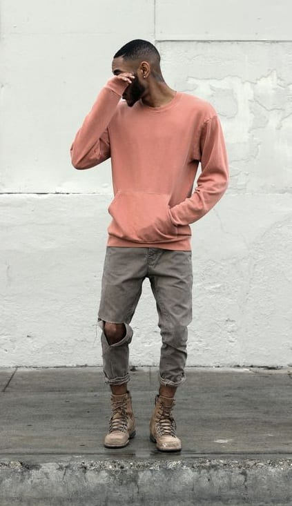 simple-yet-stylish-outfit-salmon-sweatshirt-ripped-jeans-with-boots