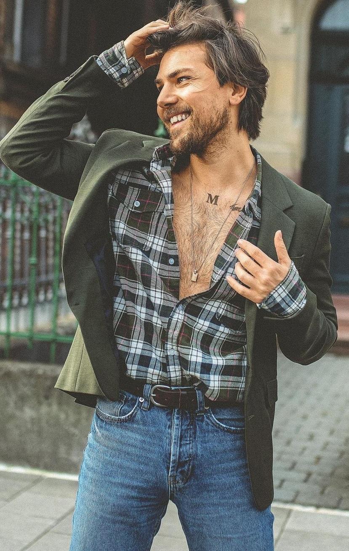 Classy Blazer+ Plaid Shirt+ Denim Jeans Outfit Ideas