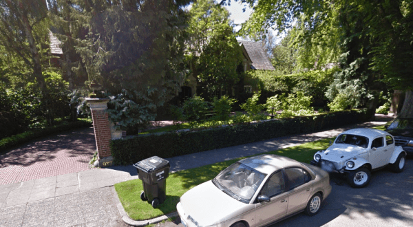 Garage-less Capitol Hill mansion, courtesy of Google Streetview.