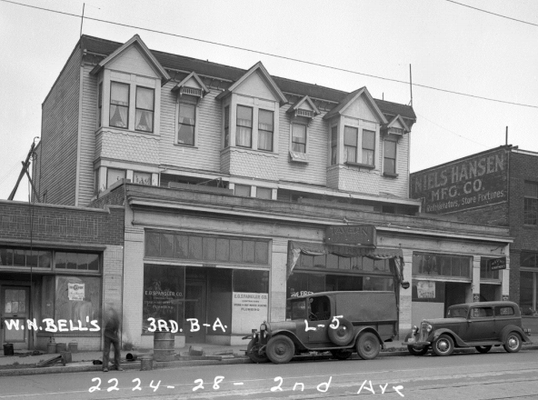 Historic photo of the Wayne Apartments. (City of Seattle)