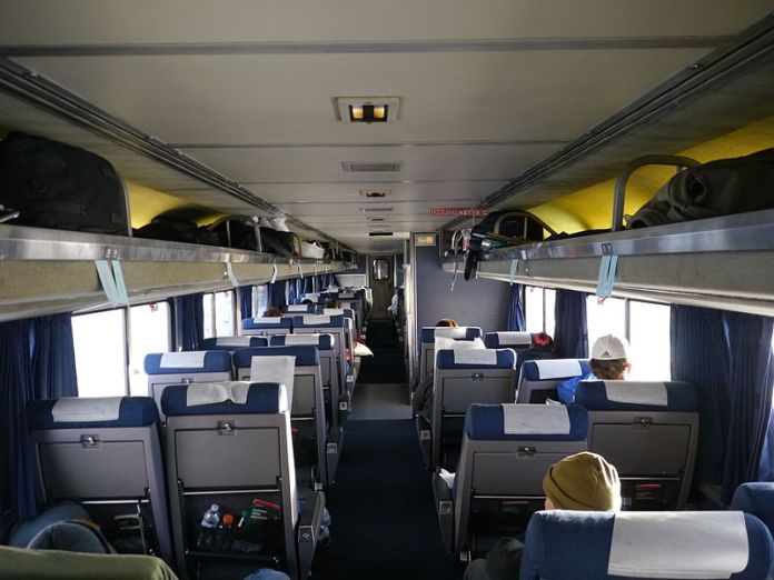 800px-Amtrak_Superliner_Coach_Car_-_Coast_Starlight