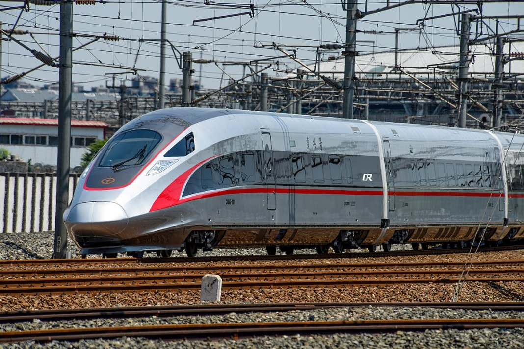 A CR400AF high-speed rail train in China. (Wikipedia / N509FZ)
