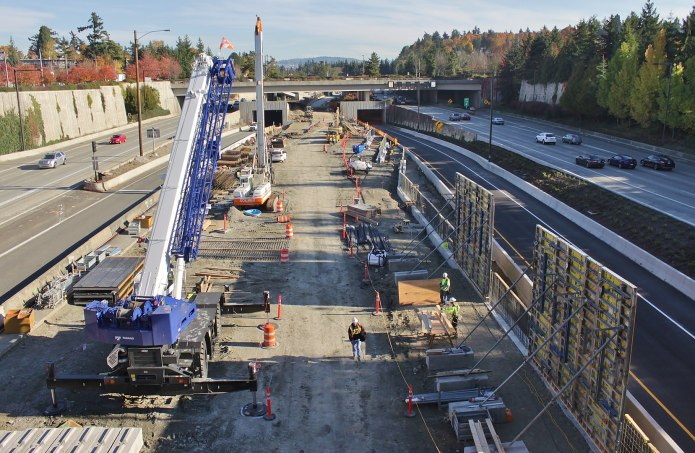 Mercer Island Station progress as of October 2017. East Link opens in 2023. (Credit: SounderBruce, Wikimedia Commons)