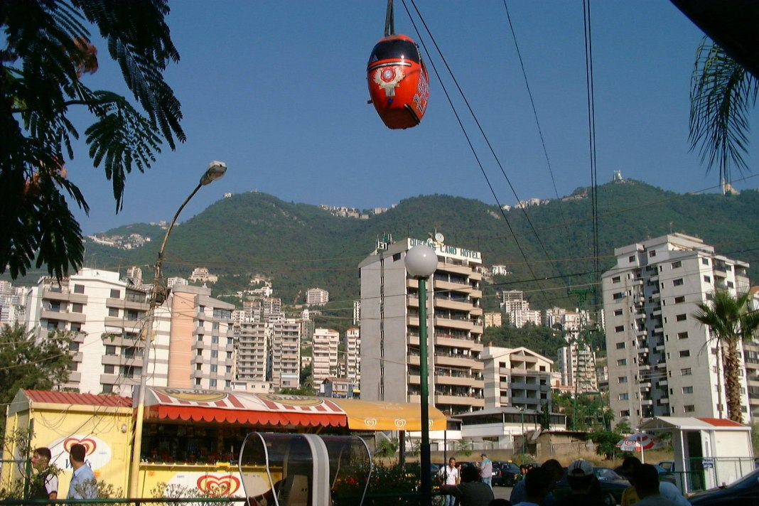 Gondolas serve the city of Jounieh in Lebanon. (Credit: FunkMonk / Wikimedia Commons)