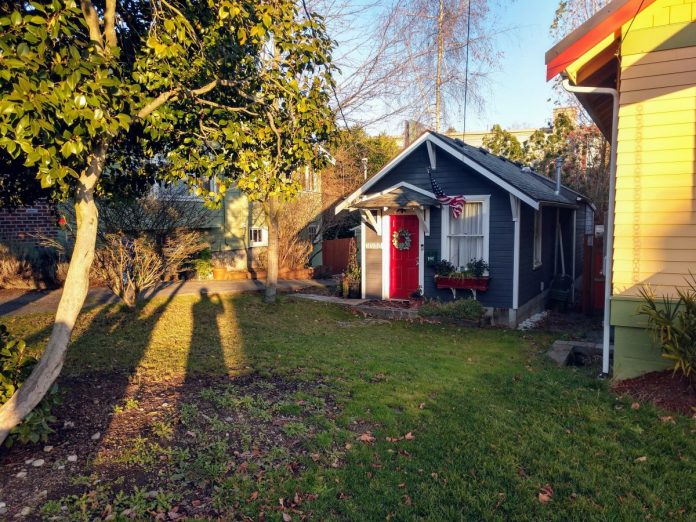 Backyard cottages like this one should be coming to Burien thanks to the City's new reform. (Photo by Doug Trumm)