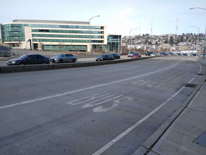 A short bus-only queue jump that funnels into the one-lane merge point at Harrison Street northbound (Photo by the author)