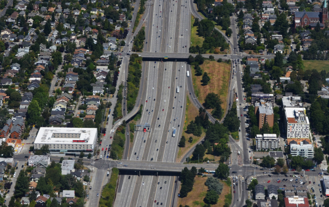 An aerial view of the proposed lid area of Interstate 5 connecting Wallingford and the University District in Seattle. (Credit: Northwest Urbanist)
