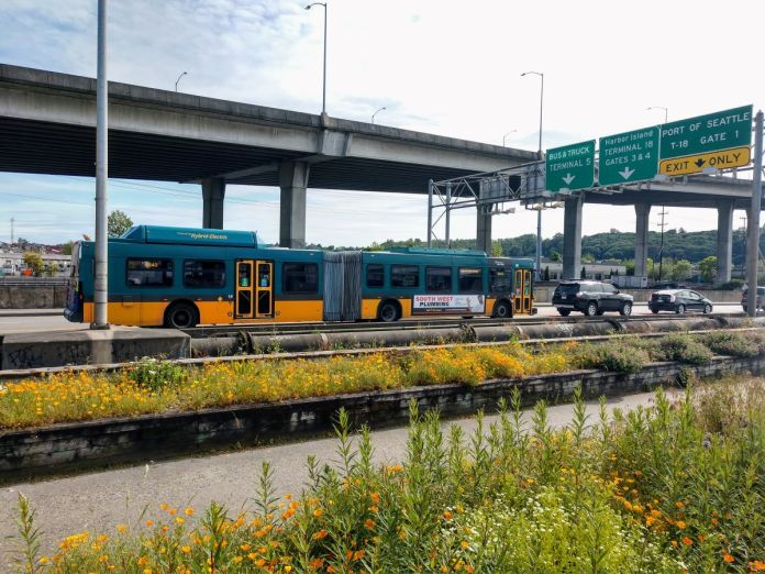 Metro heads toward West Seattle via Spokane Street low bridge. (Photo by Doug Trumm)