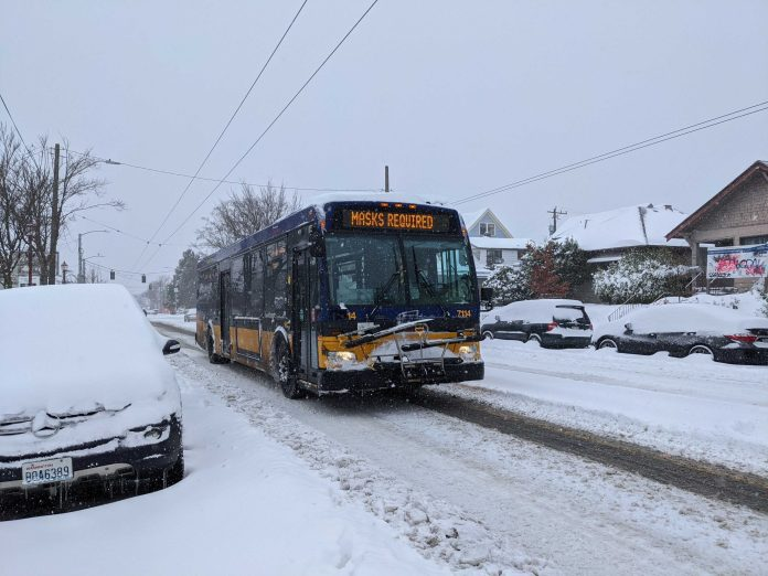 A Metro bus operating on a snowy Beacon Hill. (Owen Pickford)