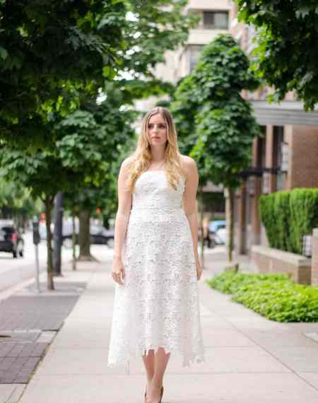 HOW TO STYLE A TEA LENGTH DRESS    Love tea length dresses and skirts but not sure how to find the PERFECT one for you? Or how to style it? Click here to find a few super easy tips and tricks to help you rock a pretty tea length midi dress.