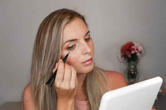 guide-to-how-to-easily-apply-a-cat-eye