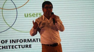 Wahid bin Ahsan presents Keynote on Valuable User Experience (UX) at Mobile Apps Bootcamp