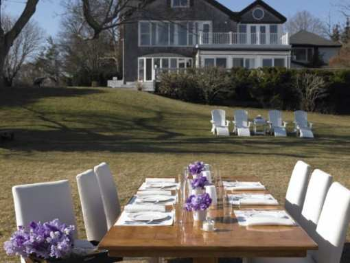 Westhampton-Beach-Back-yard-with-dinning-table-3