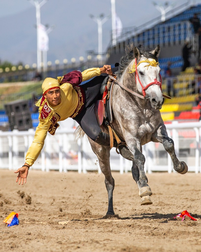 Man competing in Tyiyn Enmei at the World Nomad Games (Shutterstock)