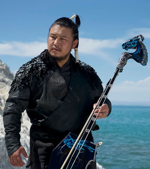 TS Galbadrakh, the lead vocalist and horsehead fiddle player for The Hu (© thehuofficial.com)