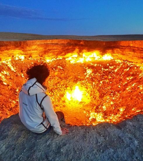 Sitting on the edge of the Gates of Hell in Turkmenistan (© Dankc Adventure/Shutterstock)