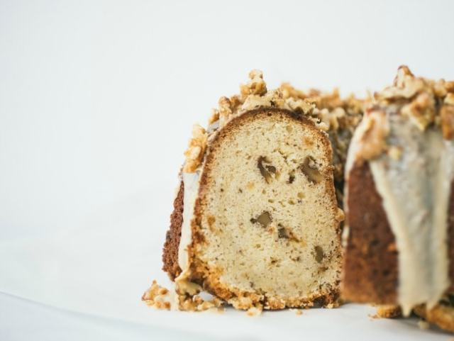 bundt cake with white chocolate and walnuts