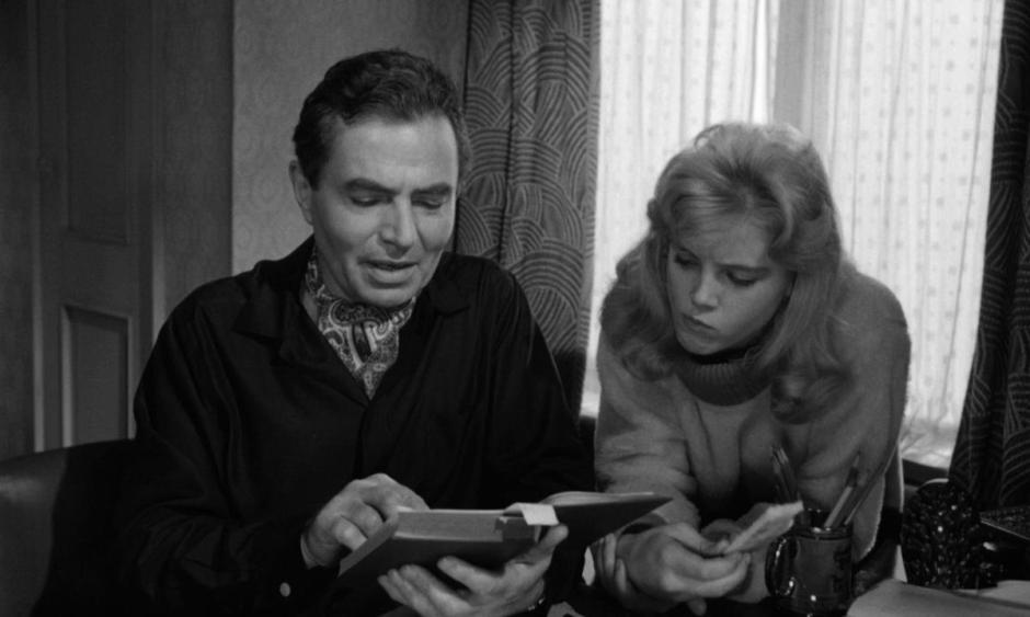 Humbert reads Ulalume to Lolita