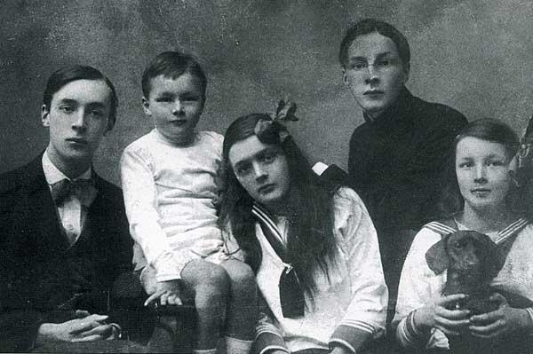 Nabokovs_-_vladimir,_kirill,_olga,_sergey,_elena