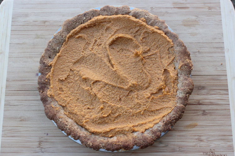 Gluten Free Vegan Pumpkin Pie, Raw Filling & Sugar Free! This pie is so delicious no one will have a clue it is healthy! | theveganginger.com